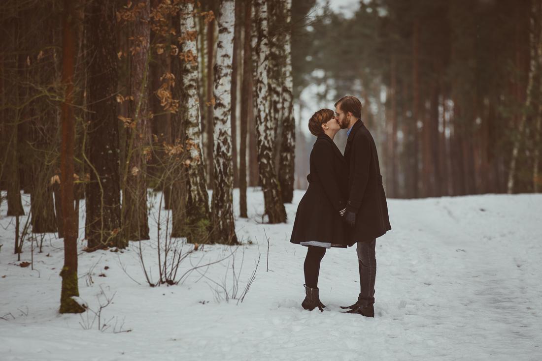 sesja brzuszkowa Warszawa zimowa sesja ciążowa Warszawa sesja brzuszkowa ciążowa w zimie zimą sesja dla przyszłych rodziców
