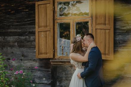 Sesja ślubna wskansenie – Karolina & Mikołaj
