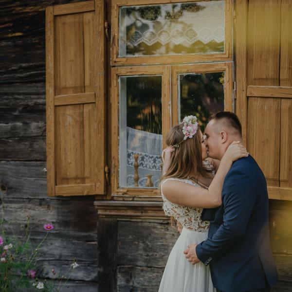 Sesja ślubna wskansenie - Karolina & Mikołaj