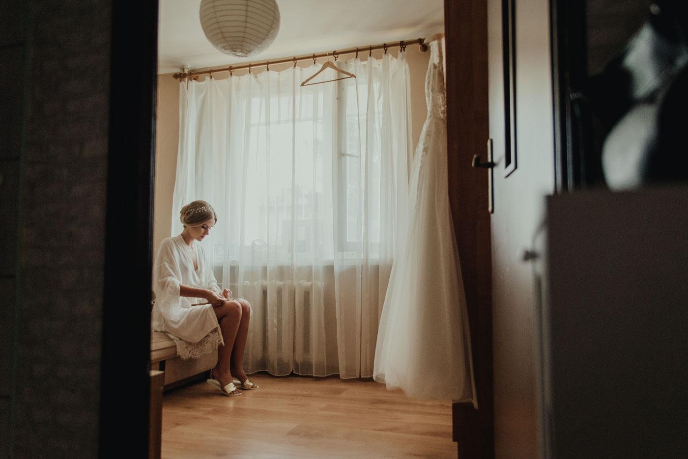 przygotowania Panny Młodej fotograf ślubny Wyszków Duet Fotografów Ślubnych Warszawa Duet Fotografów Wyszków fotografia ślubna Długosiodło fotograf naślub