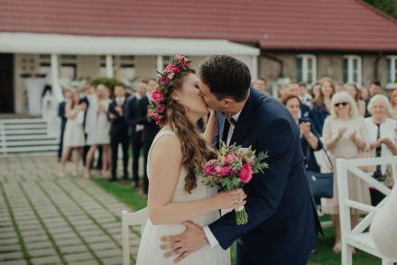 Ola iKarol – ślub nadjeziorem